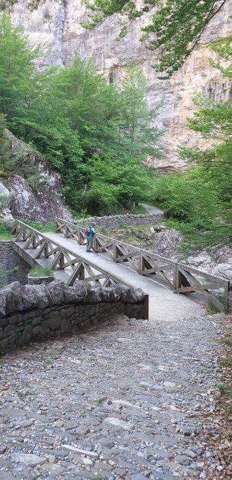 Puente en el camino hacia la ermita de San Úrbez