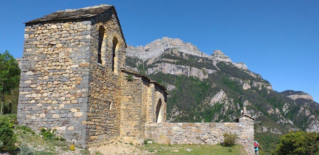 San Miguel con Sestrales de fondo